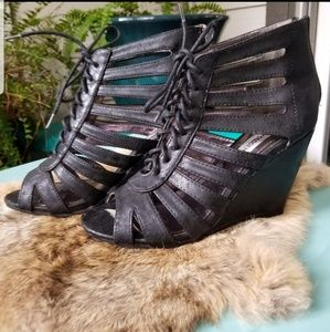 Steve Madden Zipper Back Caged Lace up Wedges
